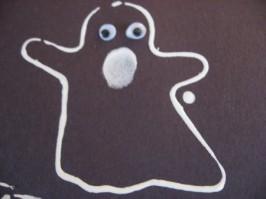 Easy Halloween Craft – Cookie Cutter Ghosts