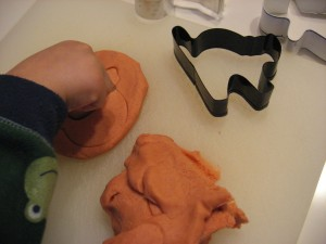 Pumpkin playdough 009