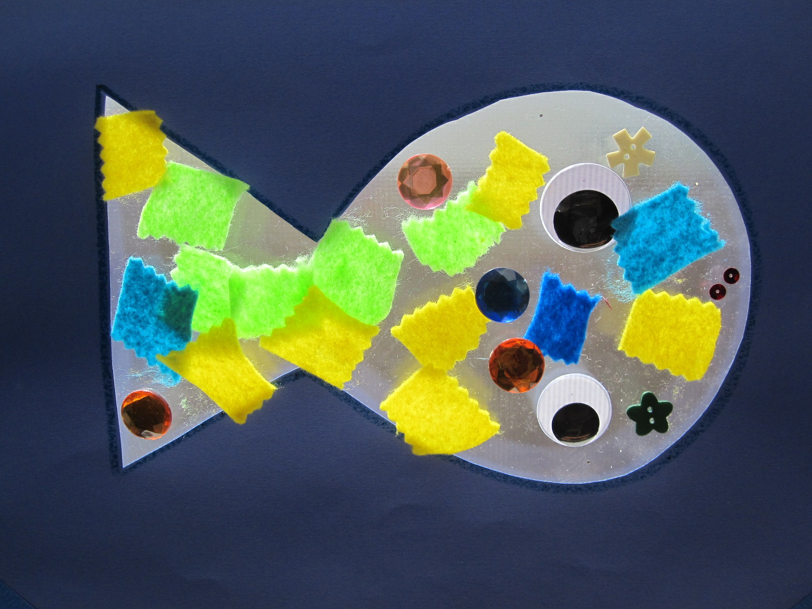 Fish sun catcher craft no time for flash cards for Fish crafts for preschoolers