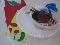 Paper plate pizza craft and pretend play