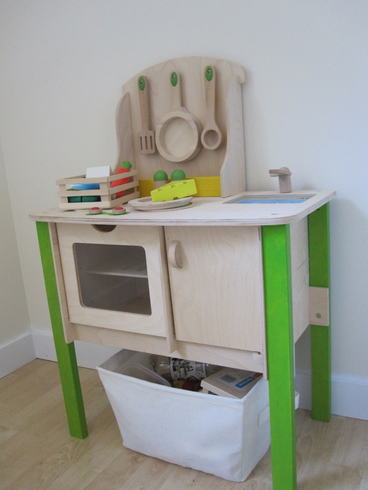 How to set up a playroom for Kitchen setup