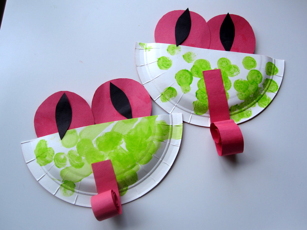 Easy paper plate tree frogs no time for flash cards for Frog crafts for preschoolers