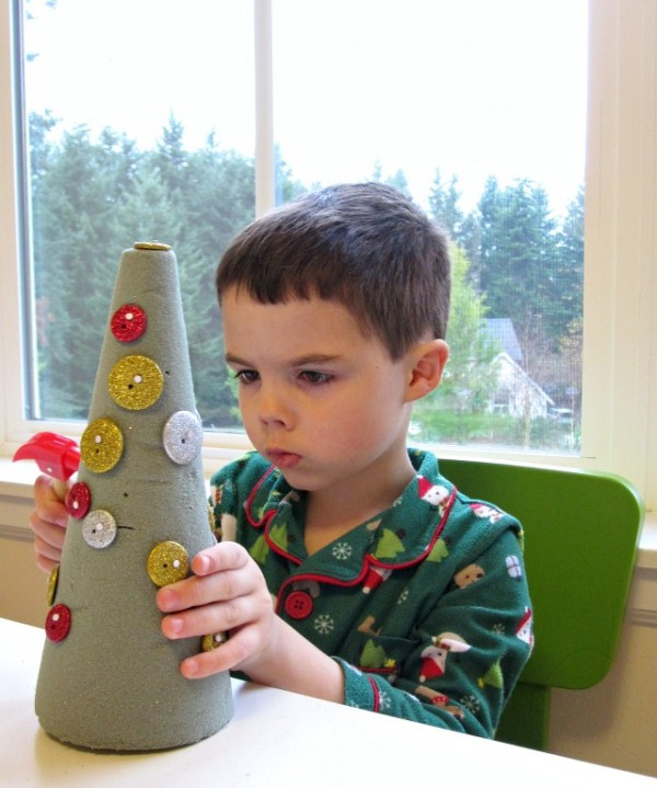 button christmas tree craft for children