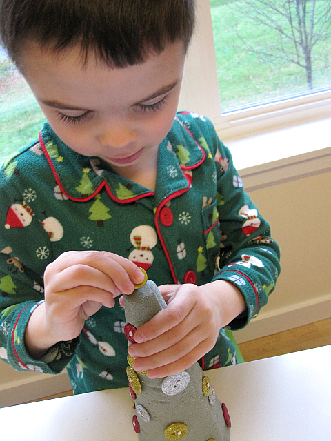 button christmas tree craft for kids