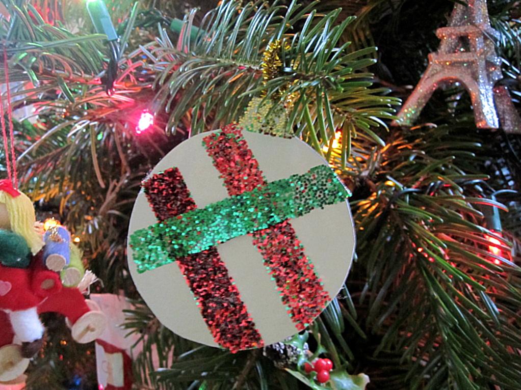 Mess Free Glittered Ornament