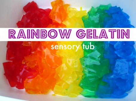 Rainbow Gelatin Sensory Tub. Click for more colorful #stpatrick sensory bins