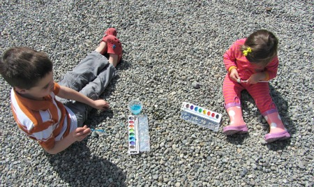15 awesome outdoor activities for kids no time for flash for Best paint for outdoor crafts