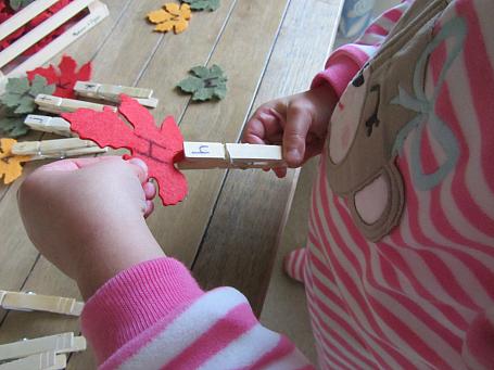 leaf letter match game for preschool