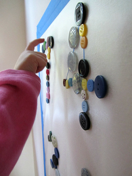 button mural counting the buttons