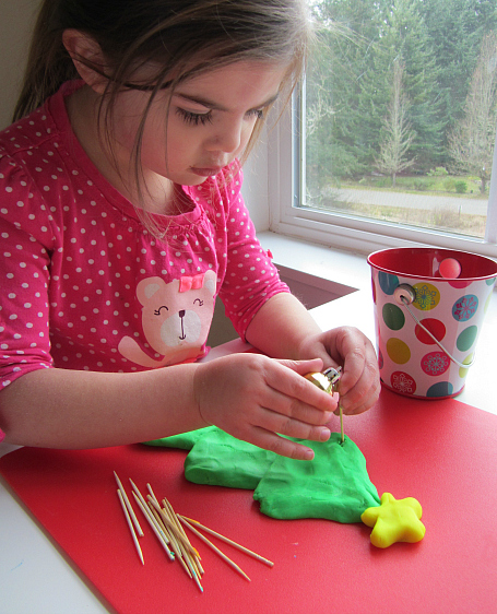 fine motor trim christmas tree