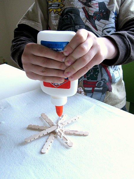simple snowflake craft for kids