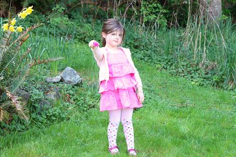 alphabet hunt outside for preschoolers