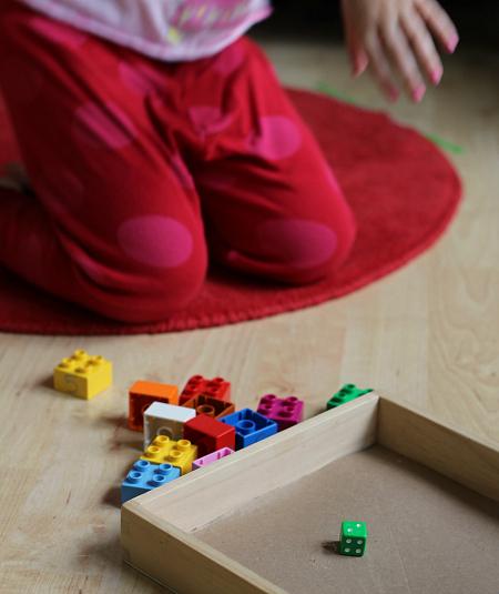 Prosty sposób nauki ułamków przy pomocy klocków Lego. Twoje dziecko pokocha tę metodę!