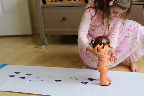 painting with dolls for preschool