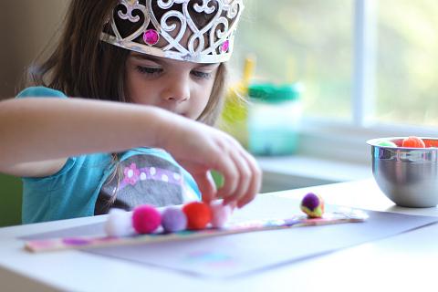 caterpillar craft for kids with paint sticks