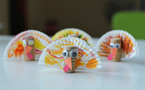 cupcake liner and cork turkey crafts for thanksgiving