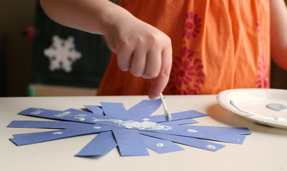 q-tip painted snowflakes for preschool