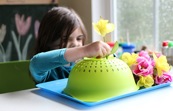 Spring flower fine motor tray activity no time for flash for Small motor activities for infants