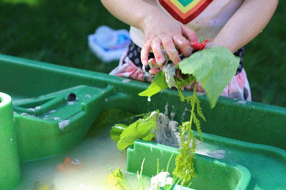 messy water play in water table