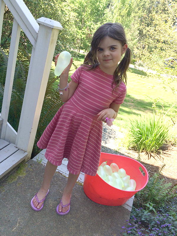Sight word game with water balloons and sidewalk chalk for kindergarten