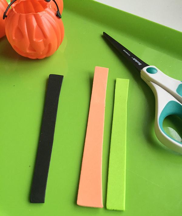 simple-halloween-sorting-tray