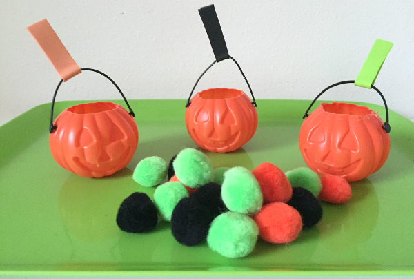simple-sorting-tray-for-halloween-fine-motor-activity