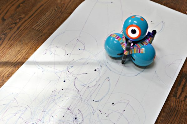 drawing with dash and dot kindergarten lesson stay on the paper