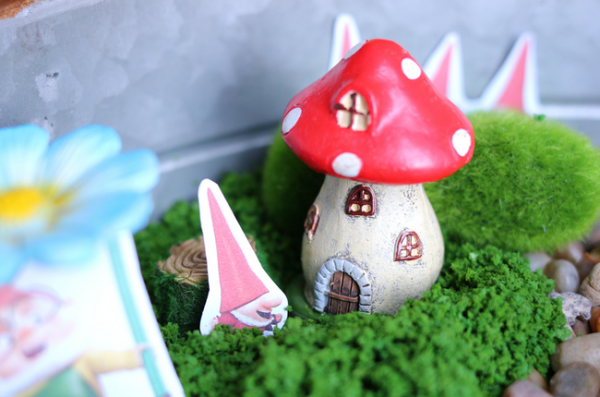 #ad Sherlock Gnomes Fairy Garden (3)
